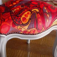 chaise-moderne-rouge-detail